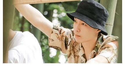 张艺兴离开《向往》,录制《这就是街舞》,新发色十分帅气。