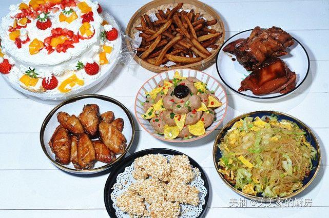 """外甥们给舅妈拜年,看看吃了啥,饭菜一上桌,""""家庭群""""闹翻了!"""
