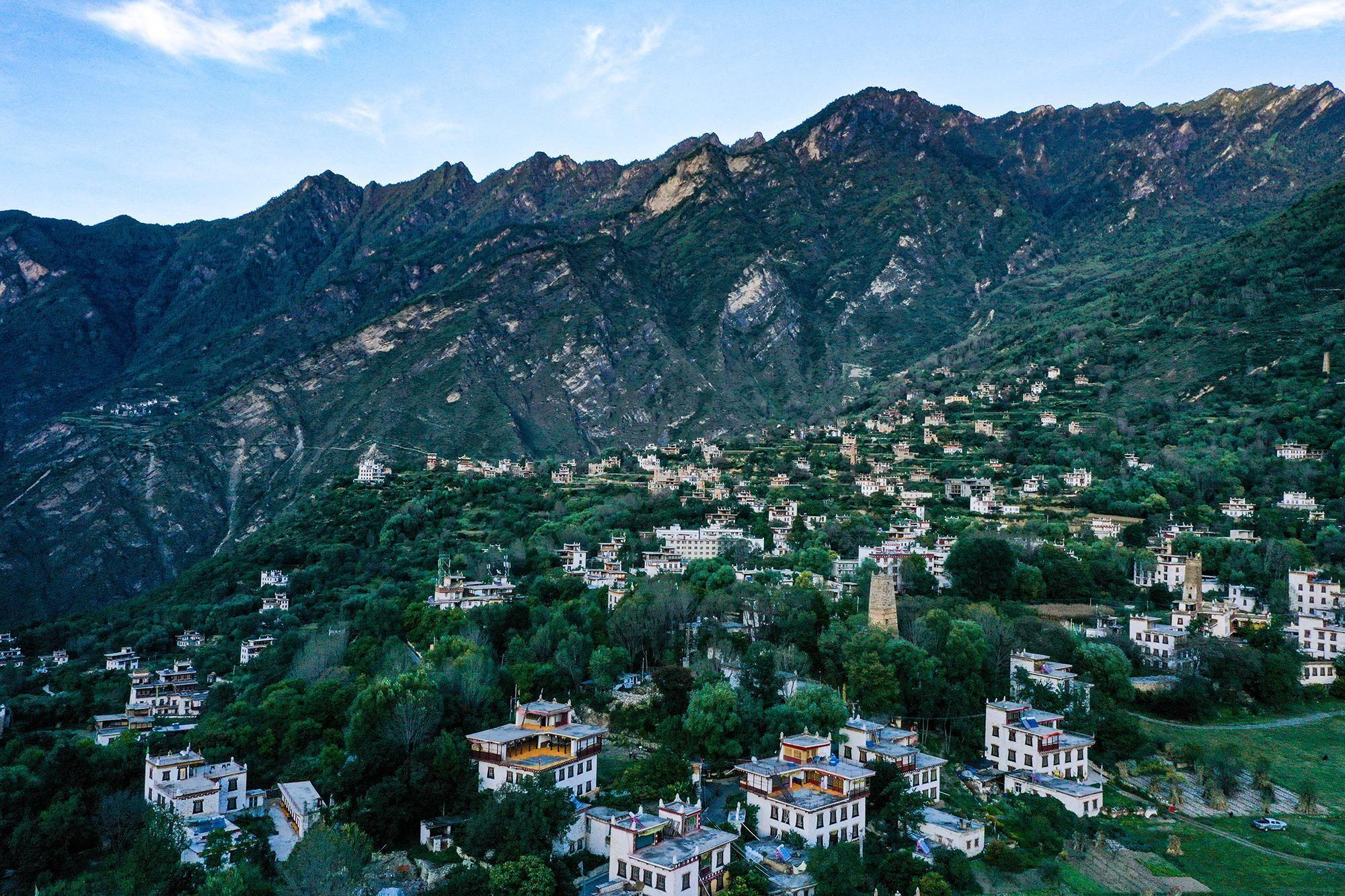 山河远阔 人间星河 全新博瑞探寻美丽村落中路藏寨