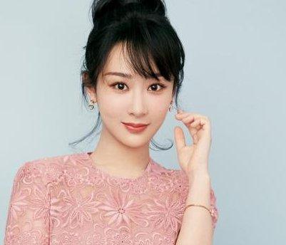 杨紫在节目中承认,如果37岁的他追求自己,她会毫不犹豫地同意