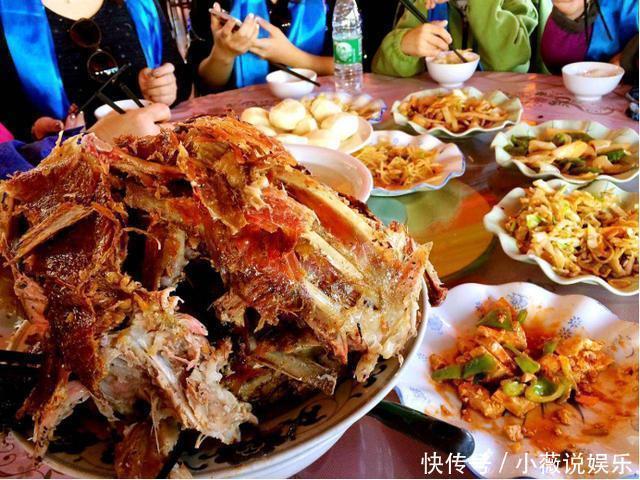 朋友請吃烤全羊,卻只點了一份,原本以為小氣,菜上后「傻眼」了