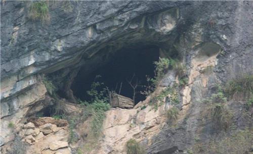 湖南一山洞惊现神秘古棺,为何800年来无人敢碰?村民:谁去谁死