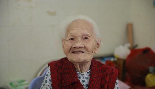 【草丁图书馆】年龄越大,老人味越浓?年轻时注意4件事,老了不被人嫌
