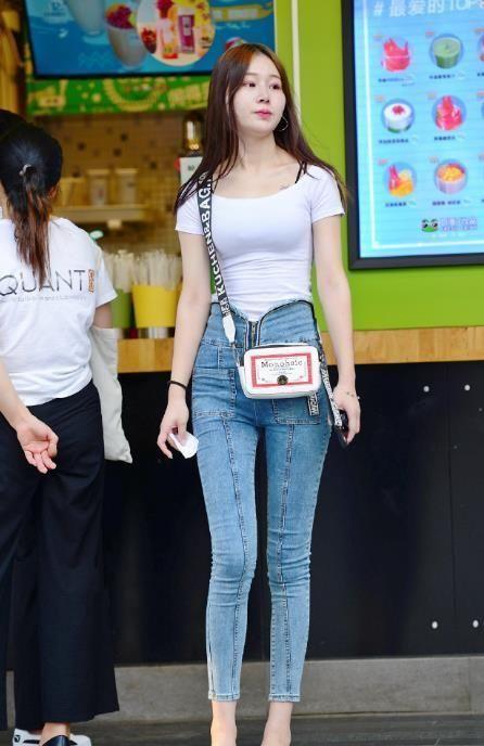 街拍:潮流小姐姐溫婉賢淑,含蓄又優雅,盡顯女性魅力氣質!