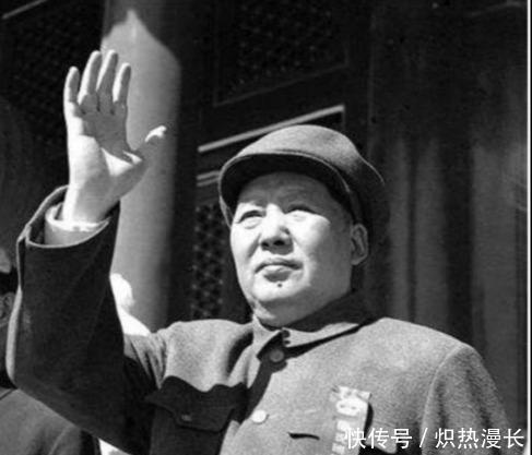 有人给邓小平让座,毛主席不许,还说邓的身份决定了,他只能站着