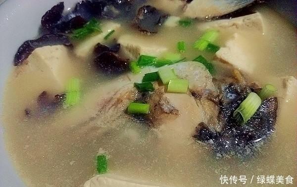 不管燉什麼魚湯,最忌諱加「它」!許多人做錯,難怪魚湯不白還腥