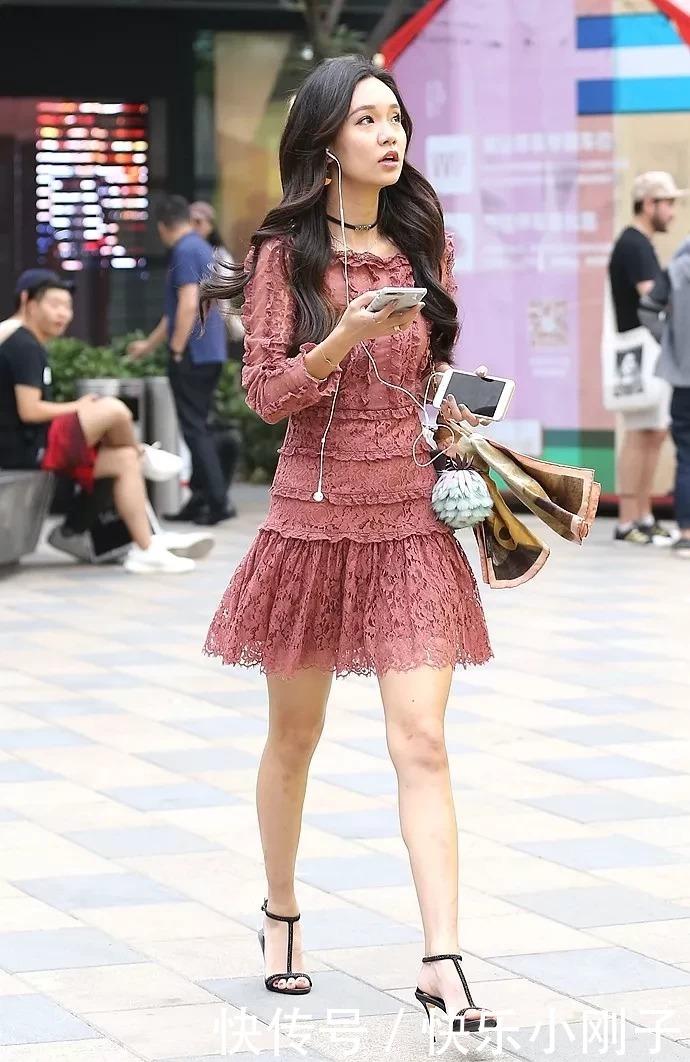 辣妈高跟鞋搭配出街,让自己看上去更美丽