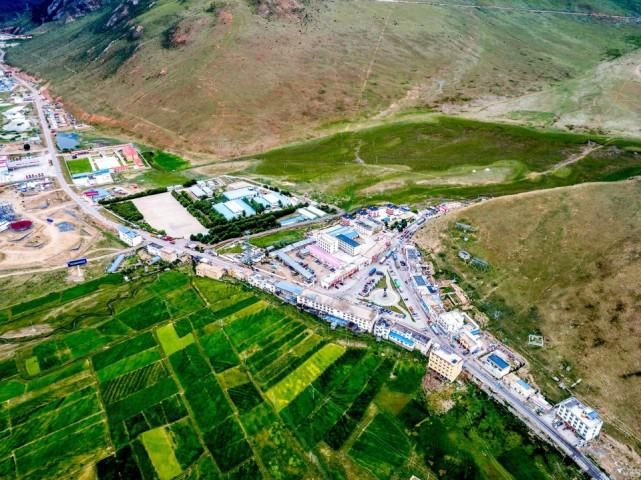 川藏线318和317交汇点:邦达镇2158人,海拔4120米不宜住宿