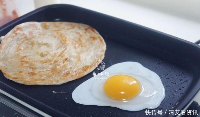 媽媽牌早餐,搞定懶床孩子,烙一烙,口感一級棒,比雞蛋餅解饞!