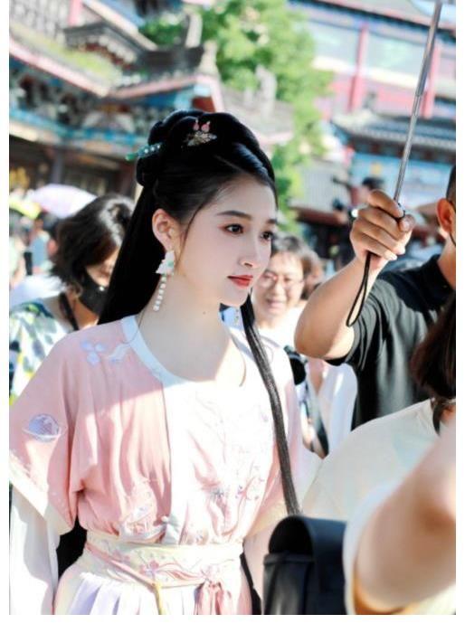 李易峰 又一热门综艺来袭,李易峰林更新倾情加盟,她成唯一女MC