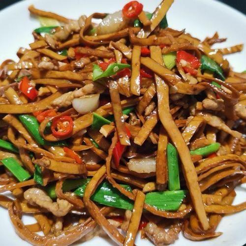肉絲韭菜炒豆腐絲,簡單美味的家常菜,超級下飯