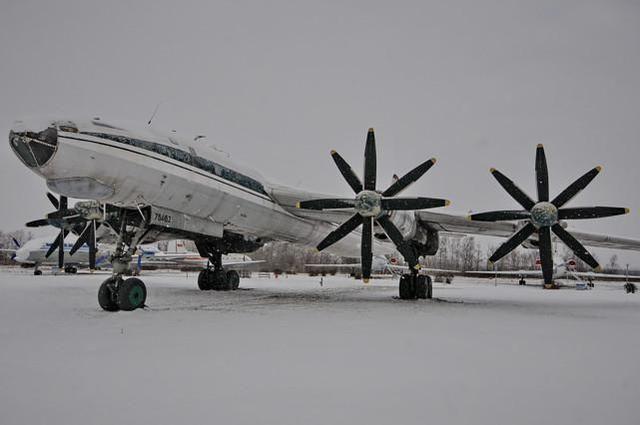 圖95戰略轟炸機化身客機!全因赫魯曉夫無機可坐,改裝緊急展開