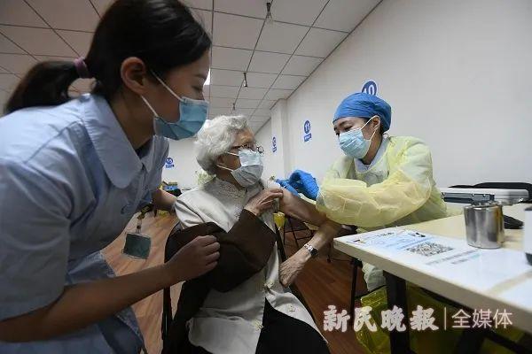 @上海的爺爺奶奶,今天開始打疫苗啦!這些熱點問題也有答案瞭→