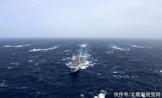 """外媒:中國海軍罕見""""雙航母出巡""""回擊美軍施壓"""