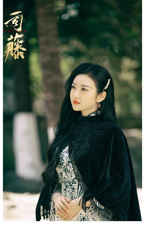 杨紫新剧 继小枫后,司藤也遭国产剧模仿了?看清杨紫新剧造型:误会了!