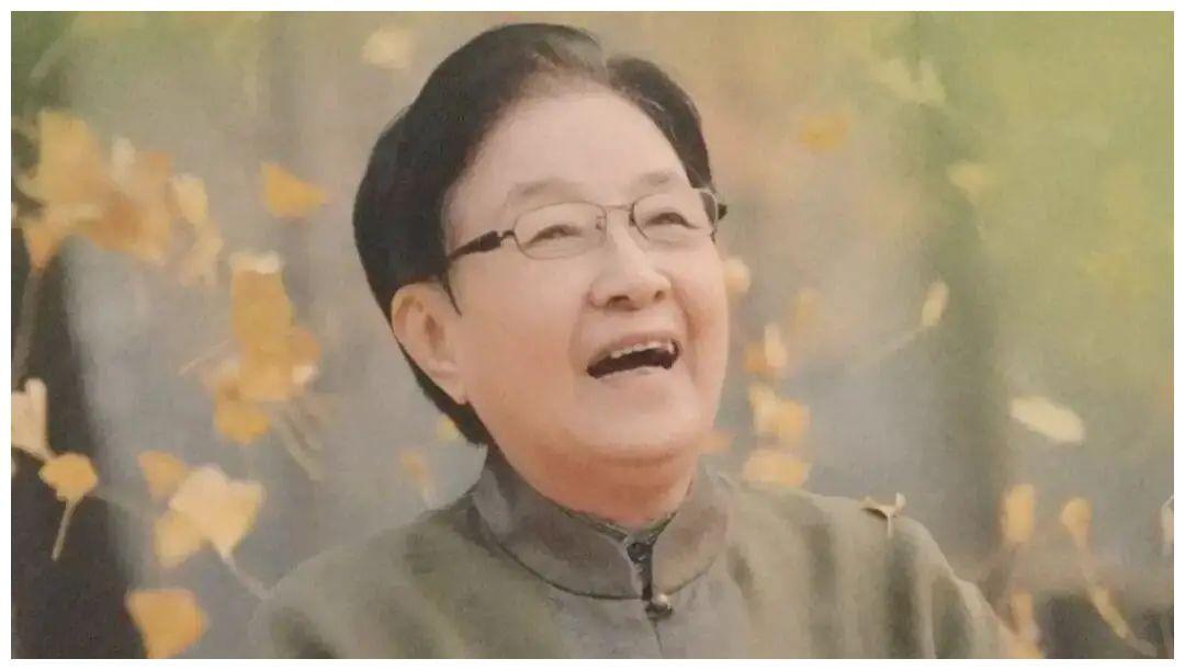 眾徒弟為恩師谷建芬慶生,毛阿敏孫楠活像個小孩,當紅的她卻未到
