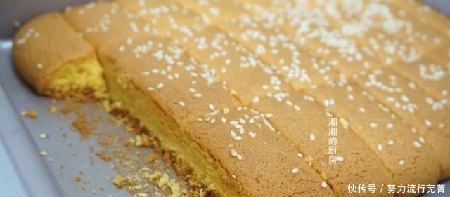 玉米面饼干这样做,香甜酥脆,搅拌一下就能做,做一次吃一个星期!