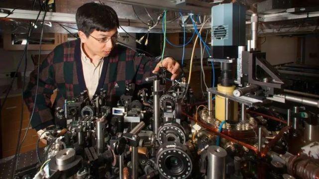 量子物理里程碑:華人科學家製備首個分子BEC