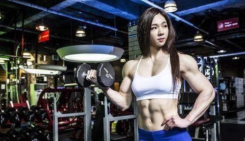 动作要领 韩国金刚芭比池妍玉,肌肉身材男生也自愧不如,女版浩克名不虚传