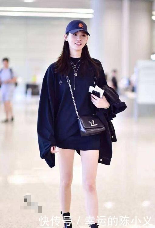 奚梦瑶一身黑衣现身机场,带老公出门很低调,但眼妆真精致