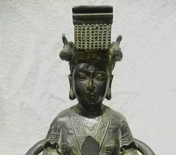 古代神说中地位仅次于女娲娘娘,掌管太阳和不死药的女神是谁
