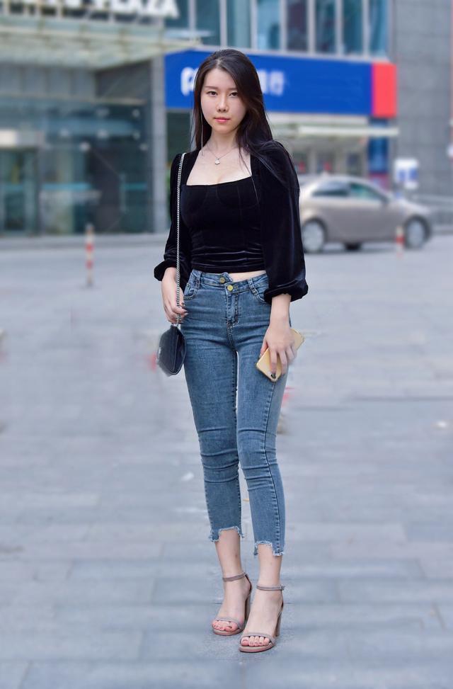 牛仔褲修身的高手,簡單的搭配讓美變得與眾不同,不得不愛