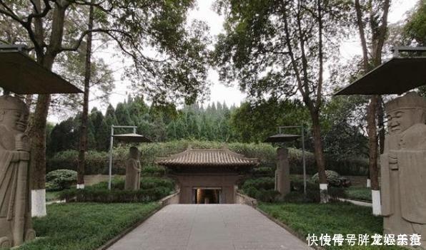成都坐落于阳光下的王陵,地宫建在地面,门票仅20却少有人来!