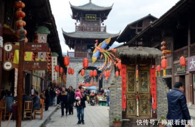国内最神奇的一条街:三省共有一条街,建筑风格独特景色绝美