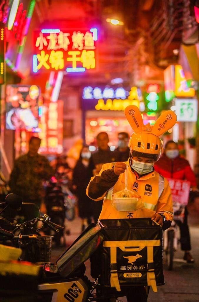"""就地過年催生消費新""""年俗"""" :上海1人食外賣訂單占比增長"""