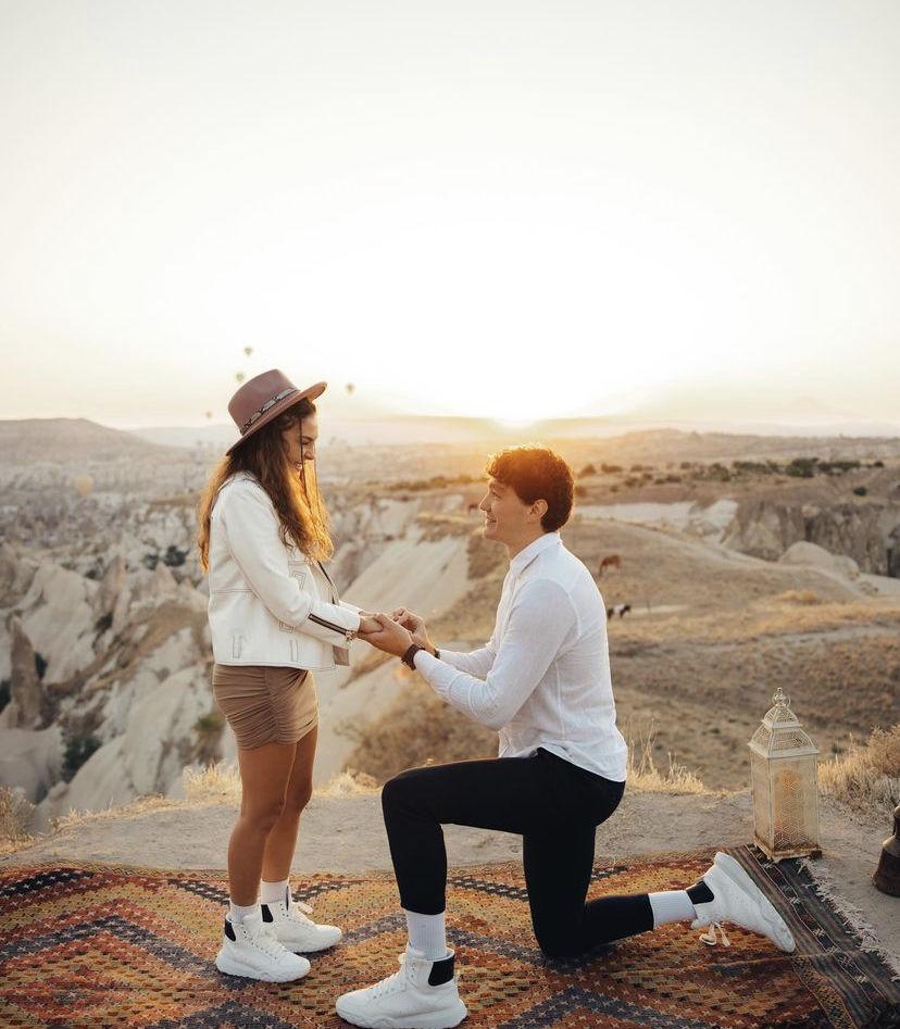 女友|人生时刻!奥斯曼晒向女友求婚成功照:#她说愿意