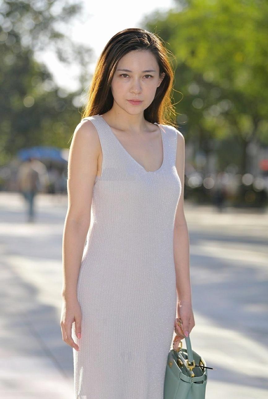 小姑娘無袖針織連衣裙,顯凹凸身材,青春靚麗的形象!