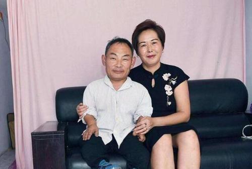 15年前,身高1米的林彥華,迎娶1米7、小6歲的嬌妻,後來生活怎樣