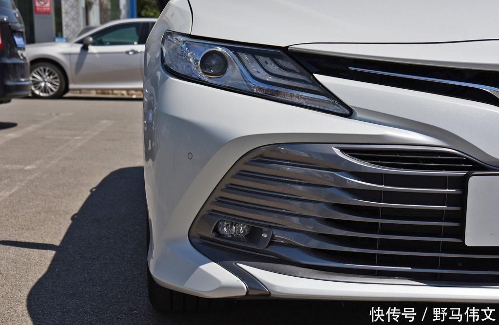 """豐田最""""厚道""""的轎車,氣勢趕超雅閣,配進口20L+CVT,油耗55L"""