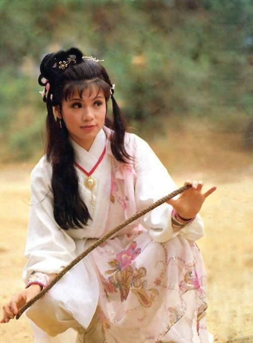小燕子|金庸对张纪中说:让赵薇来演黄蓉,我就只收你一元钱的版权费