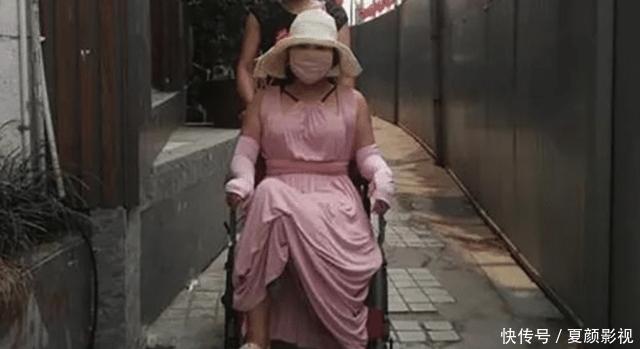 「粉紅寶寶」:為了美13年整形200多次,現在只能坐在輪椅上
