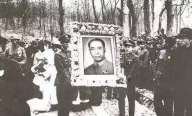 1946年戴笠死后,蒋介石就查他的遗产,得知数目后气得破口大骂!