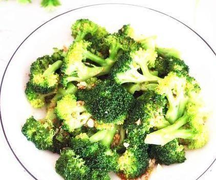 吃西蘭花不要再焯水,只需這一招,顏色翠綠,味道爽脆,營養好吃