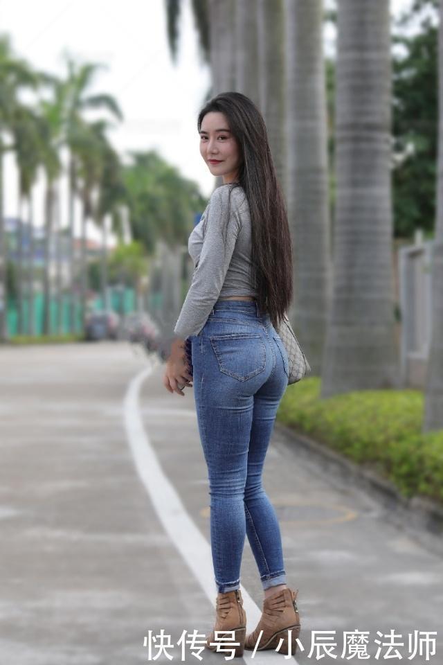 美女穿搭盡顯清爽迷人的好身姿,魅力牛仔褲顯青春活力十足
