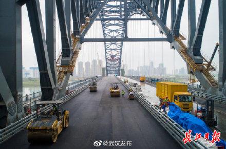漢江灣橋主橋開始鋪設瀝青