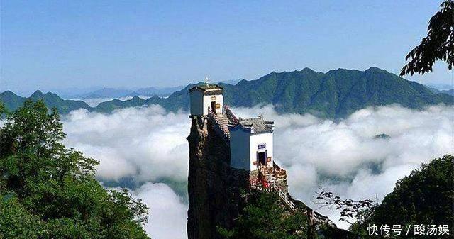 天下最驚險的道觀海拔1665米四周都是絕壁,如何建成的至今無解