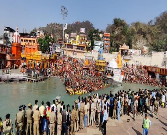 日感染数接连刷新纪录,印度人仍在大规模集会,网友感叹:没救了