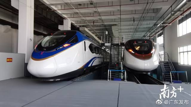 中国时速最快地铁在广州亮相
