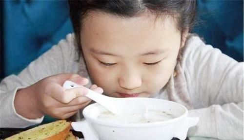 孩子個矮長不高,或與常吃「身高剋星」的食物有關,注意控制
