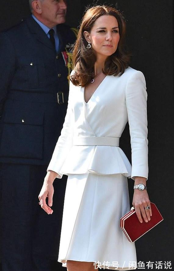 穿搭|凯特王妃扎马尾更显年轻,穿粗花呢西装裙出席酒会,简单却很高级