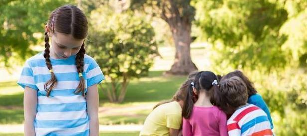 孩子胆小不合群,怕社交,专家大都是父母造成的