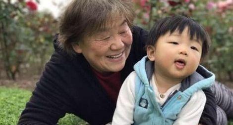 妈妈大意使3岁幼儿中毒,奶奶一个动作救了孩子,医生都称赞不已