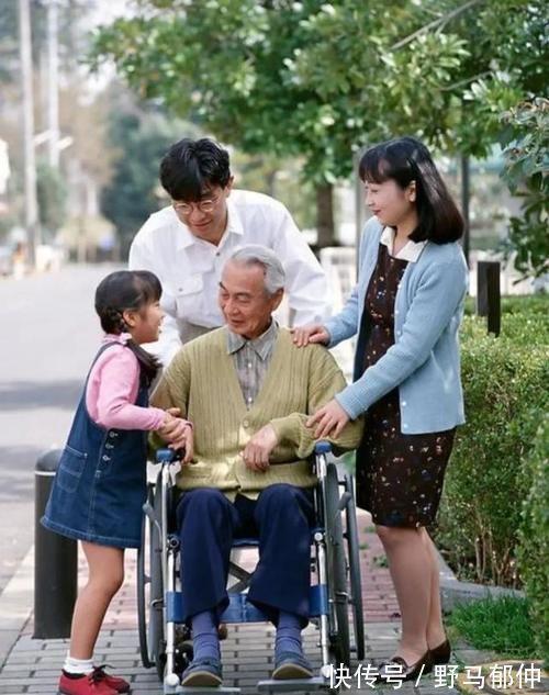 孩子 当你五六十岁,年迈的父母和需要帮忙看孩子的儿女,你会选择哪个?
