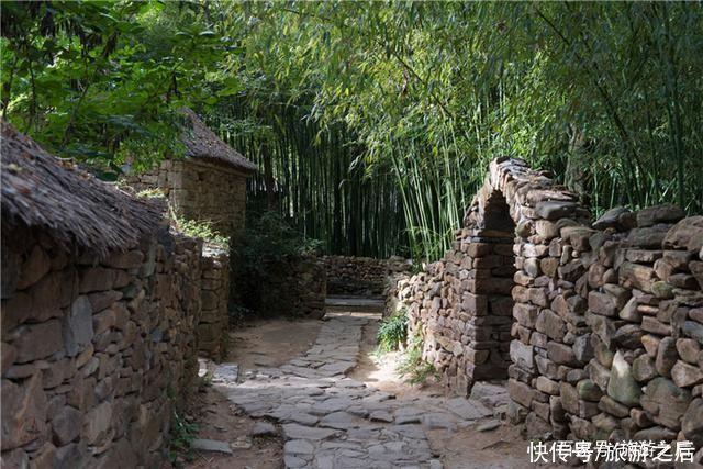憑借清泉出名的村莊,很有北方村寨特色,粉皮卷大蔥很美味