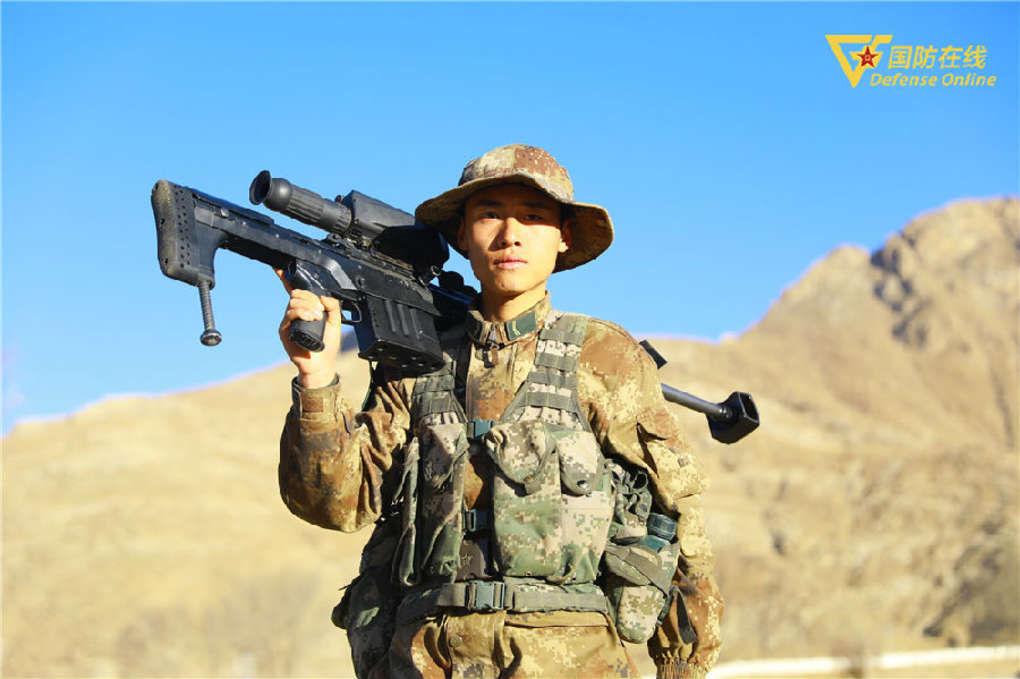 從年輕的士兵到優秀的狙擊手他經歷瞭怎樣的蛻變