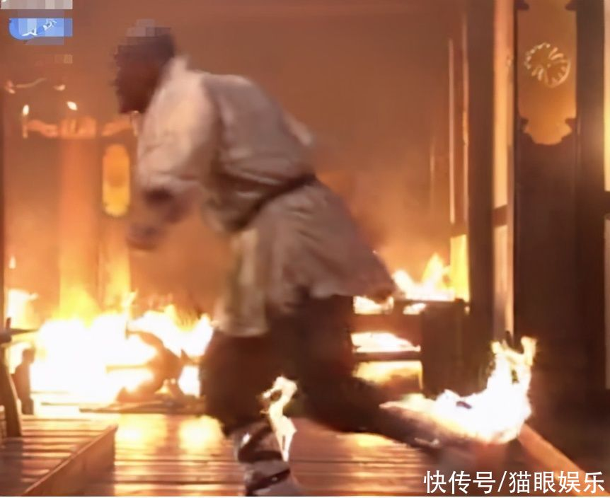 王寶強30年圓夢拍少林!火燒到身上太敬業,自嘲剃光頭像60歲